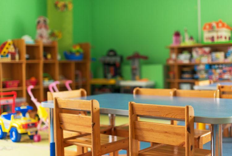 幼稚園 椅子