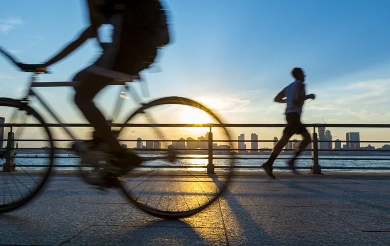 ジョギングやサイクリング